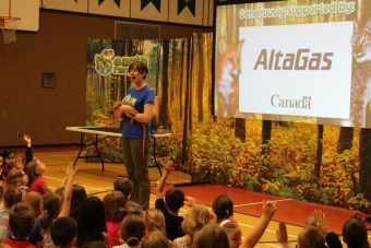 Travelling with four animal friends, Earth Rangers staff teach a group of students about bio diversity programing.